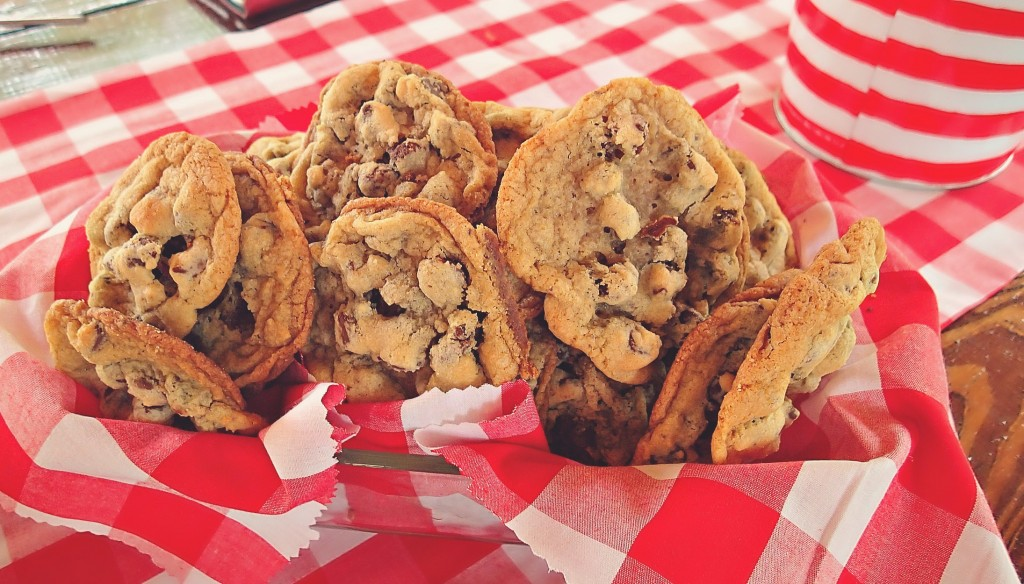 chocolate chip cookies dessert