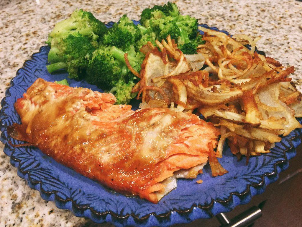 Salmon, Broccoli & Papas Fritas