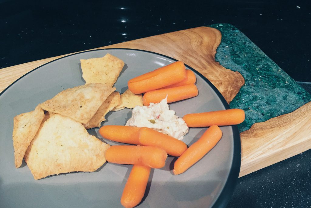 late night carrots & hummus