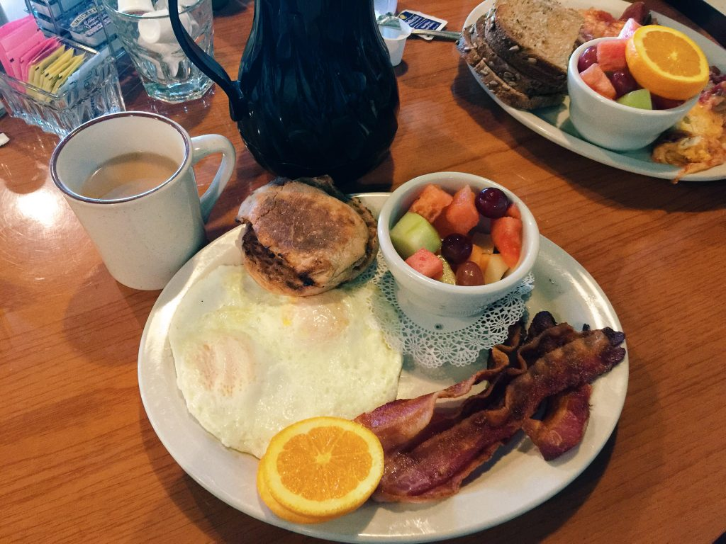 breakfast: 2 eggs over easy, whole wheat english muffin, bacon & fruit at le peeps in charlotte nc