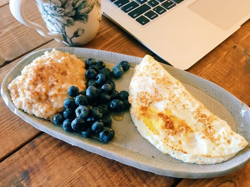 breakfast with blueberries, oatmeal and a egg white omelet.