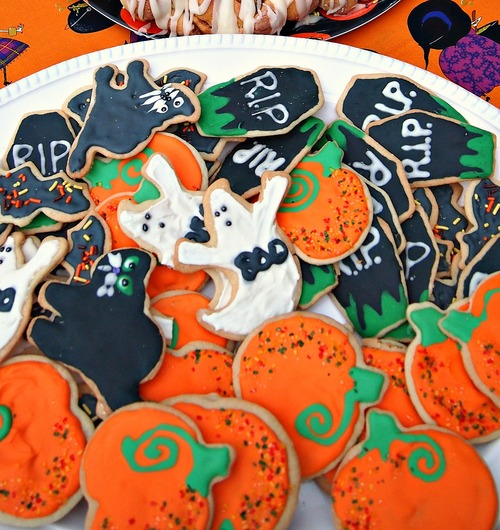 Frosted Halloween Sugar Cookies! (Bats, Cats, Pumpkins, Ghost, and Graves! Oh My!)