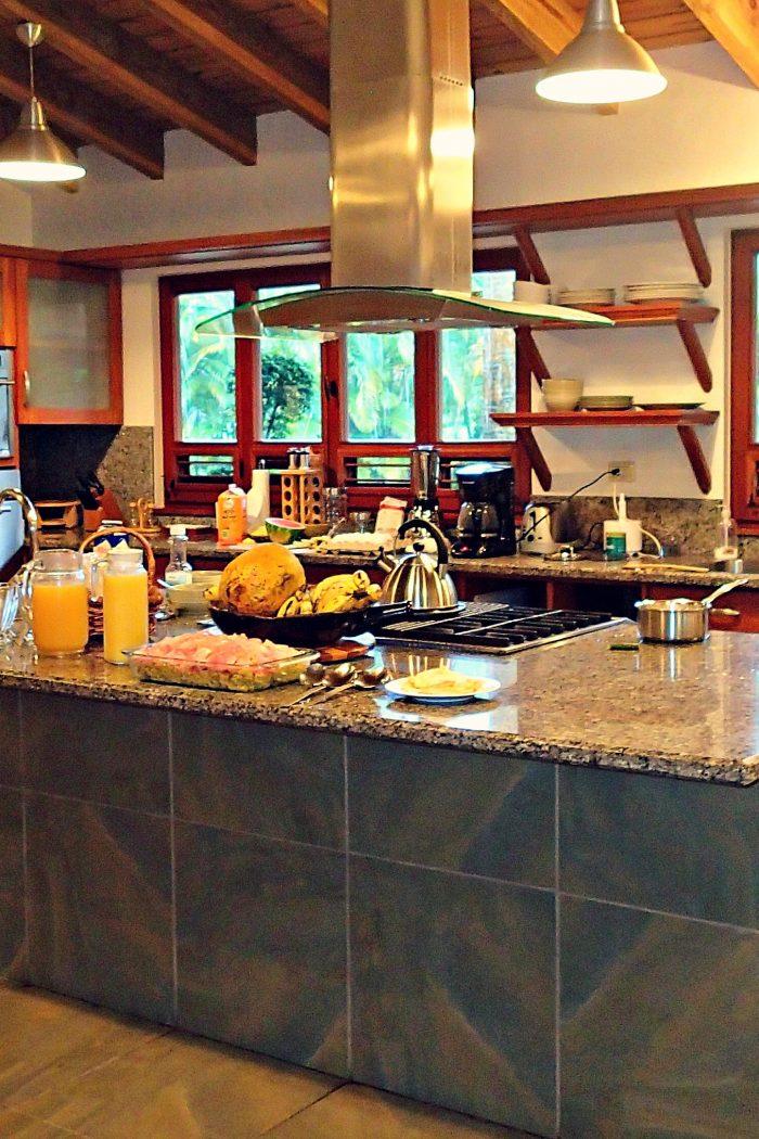 Sea Horse Villa Breakfast: Mangu, Fried Eggs & Fresh Fruit!