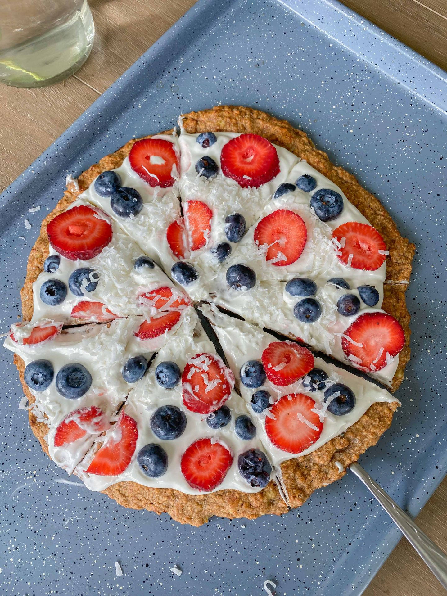 graham cracker crust, fruit pizza, dessert pizza, fourth of July, 4th of July, berries, gluten-free, dairy free, banana crust