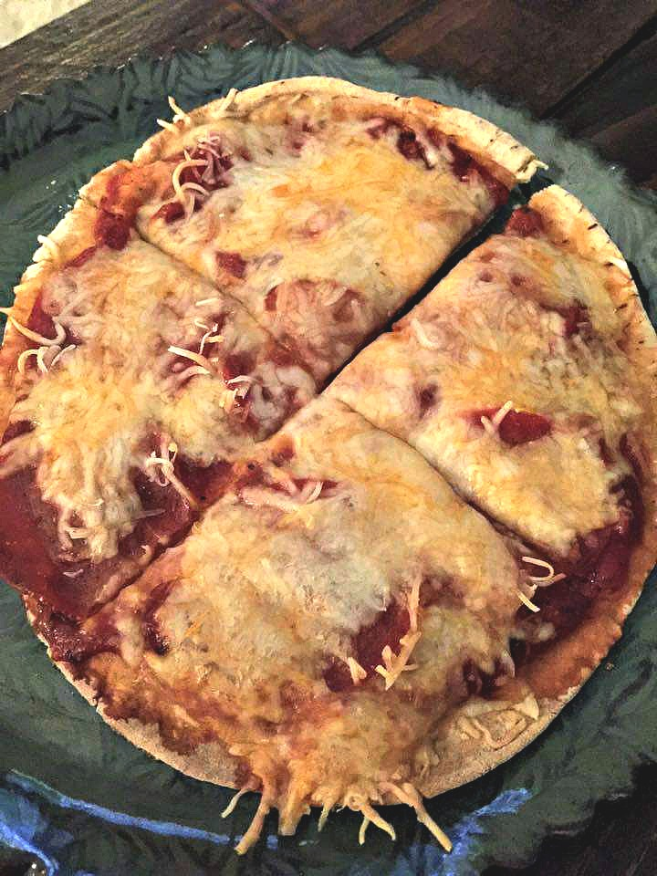 For dinner on Monday night, I made a low calorie pita pizza! I love making these when I'm craving pizza for dinner. I just use a 60 calorie pita, 1/4 cup cheese, 1/4 cup pizza sauce, and turkey pepperonis. The entire pizza is under 200 calories. Sometimes I make two, but I had this one with a side salad.
