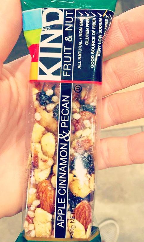 Apple Cinnamon & Pecan Fruit & Nut Kind Bar