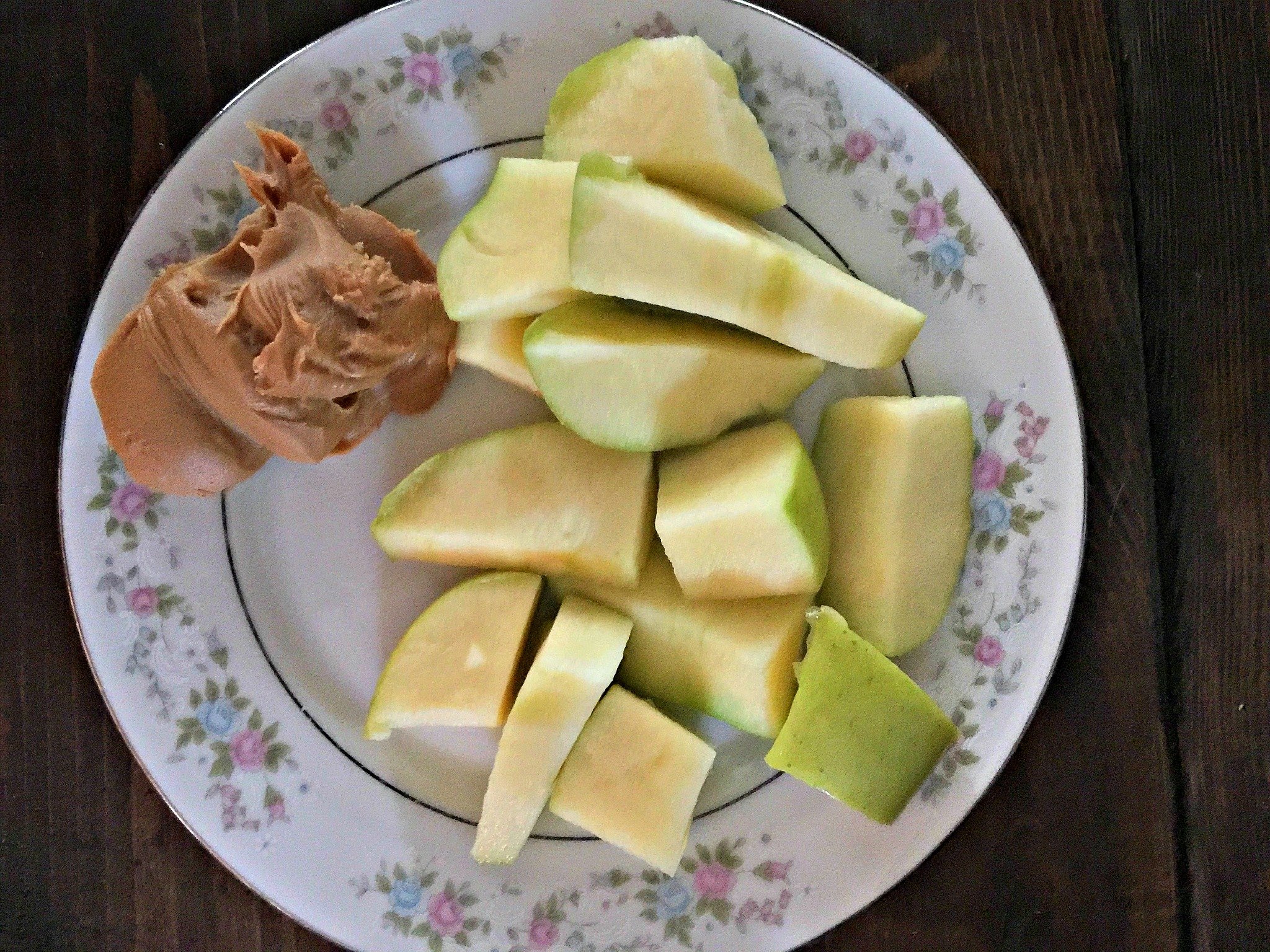 apples and peanut butter snack