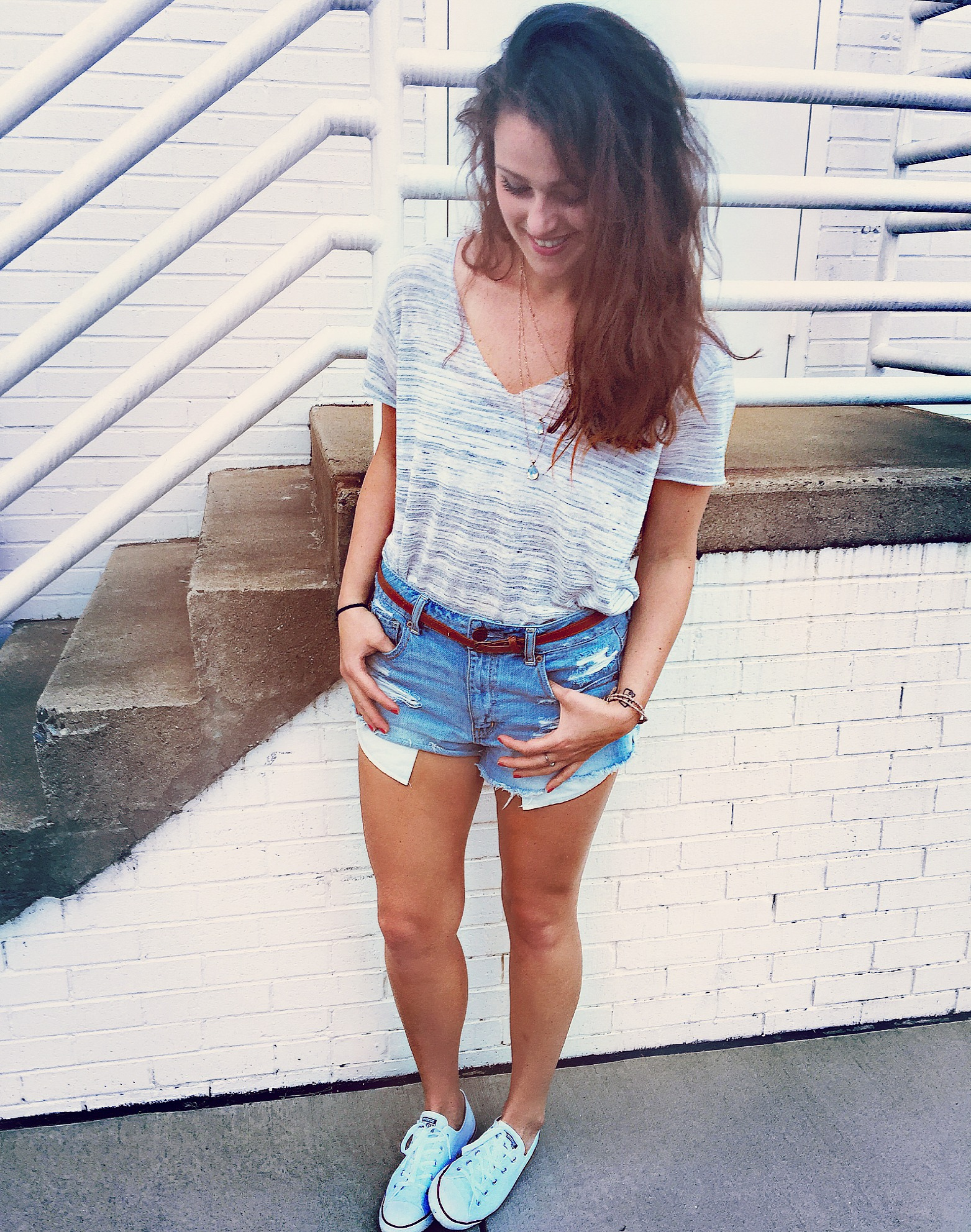 Outfit: TOP: URBANOUTFITTERS SHORTS: AMERICAN EAGLE SHOES: CONVERSE BELT & NECKLACE: SIMPLYTARALYNNCOLLECION