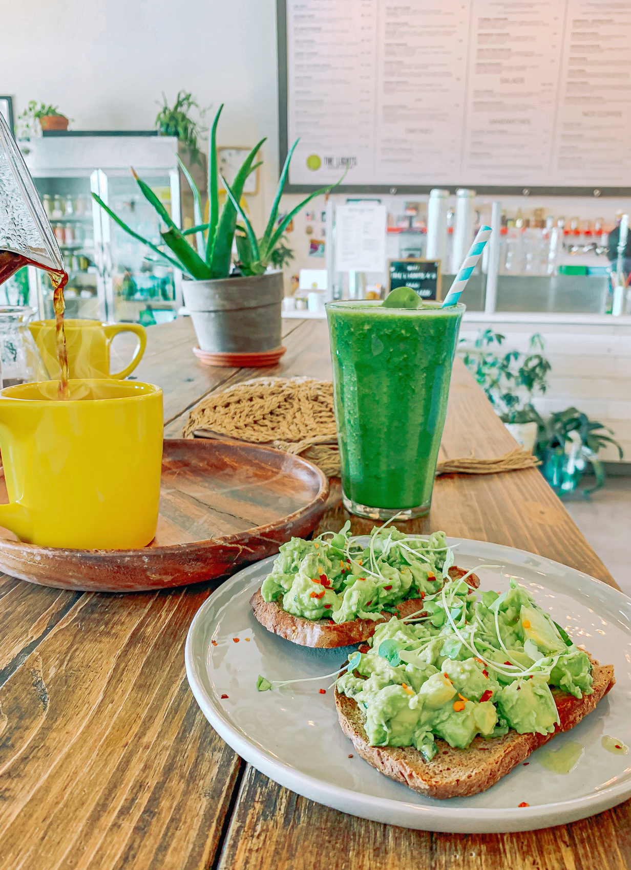 lights juicery and cafe Charlotte nc, clt, Ballantyne, coffee, green juice, plant based, vegan, avocado, coffee shop