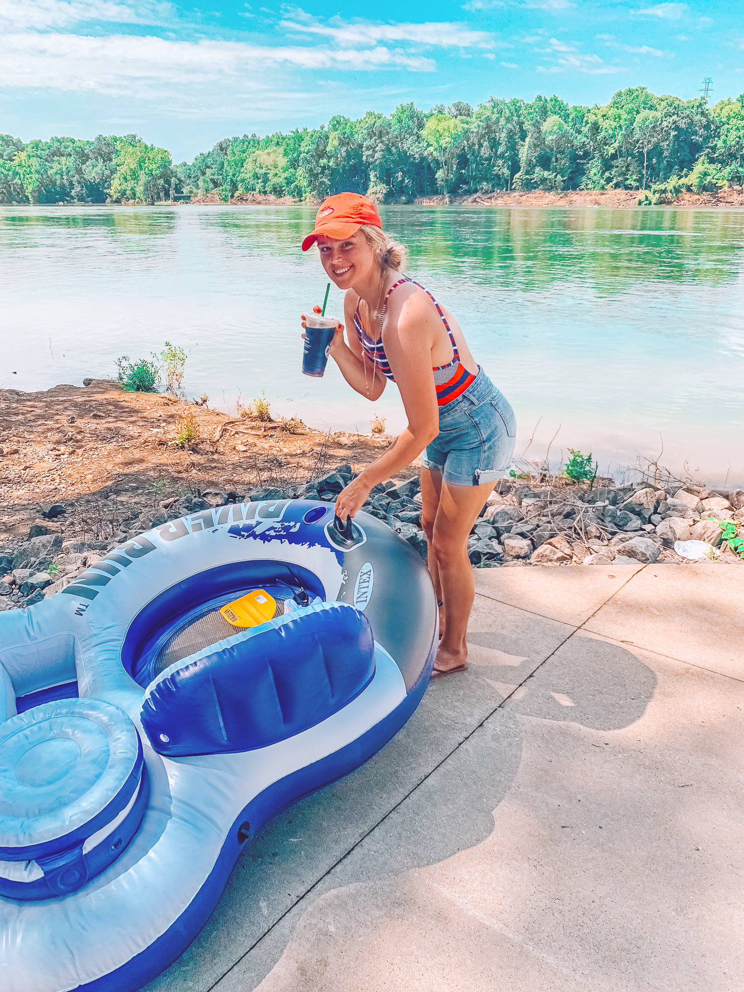 catawba river, river floating, summer in the south, river float, tubes, tubing, paddles, south carolina, southerners, fort mills sc, rock hill sc, riverwalk, fun summer things to do, what to do in Charlotte, simply taralynn