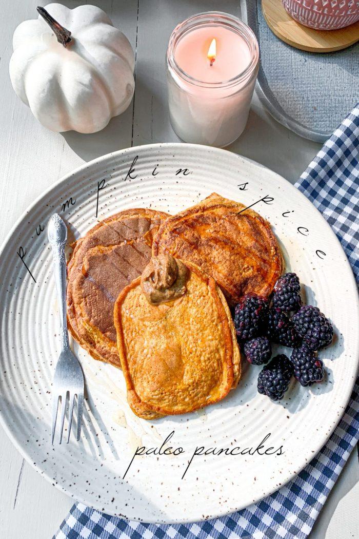 Pumpkin Spice Paleo Pancakes 🥞 🎃