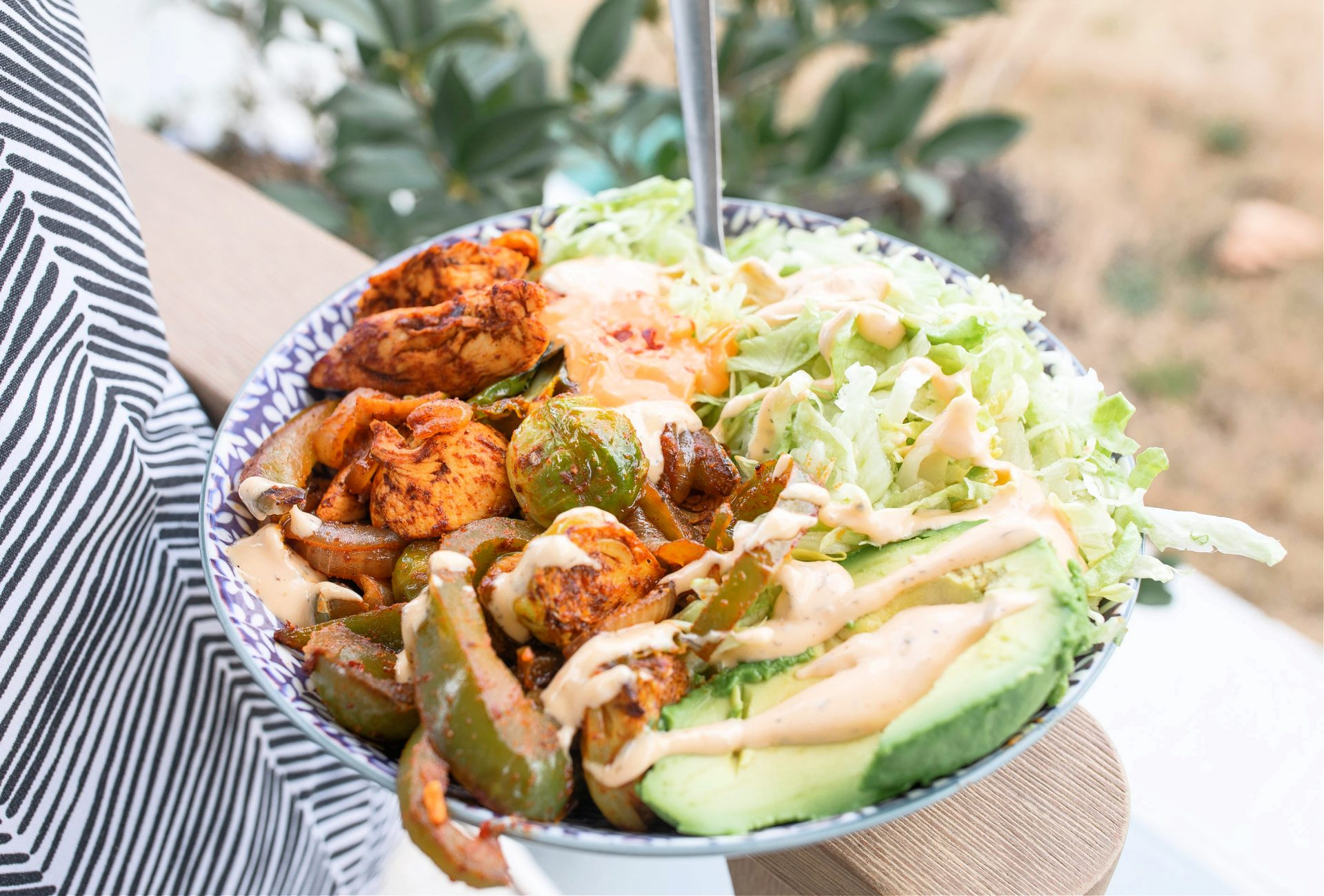 keto fajita salads, chicken fajita, fajitas, chicken, low carb dinner, low carb fajitas, keto bowls, chicken bowls, dinner, recipes, gluten-free