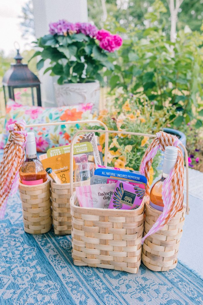How to Make Adorable Picnic Gift Baskets for Your Guests