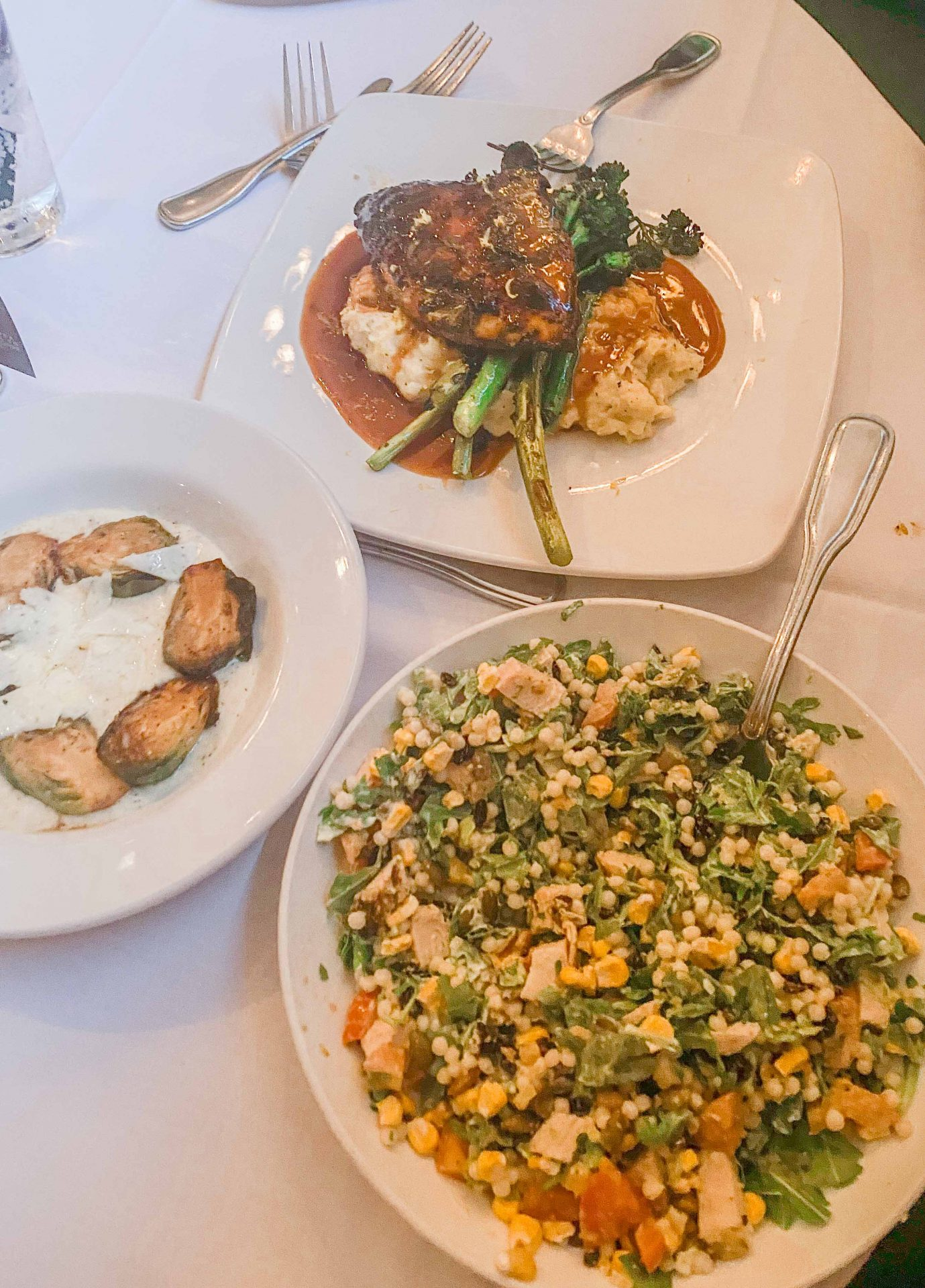 hulas modern tiki bar, Thai bowl, cabbage, Thai sauce, best place to eat in scottsdale, brunch, lunch, the best food in scottsdale Arizona, delicious meals, blog, travel guide to scottsdale, where to eat